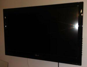 Montage Wandhalterung: Der Fernseher hängt!
